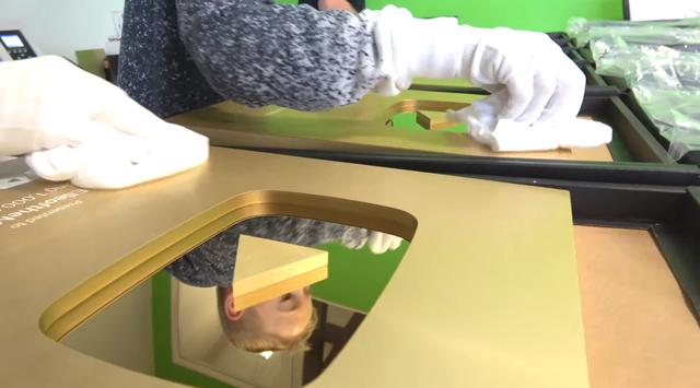 Đột nhập trụ sở YouTube xem cách làm Nút Vàng, Bạc, Kim Cương: Mỗi nút một máy, tự động gần như 100% - Ảnh 8.