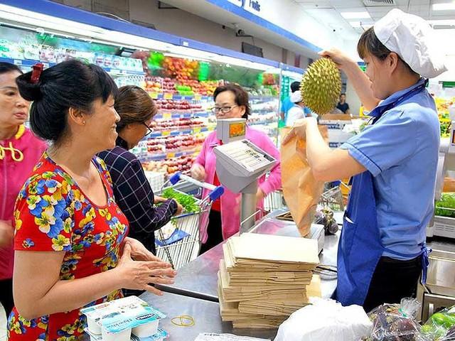 Ông lớn siêu thị ngoại thất thủ trước siêu thị Việt Nam - Ảnh 1.
