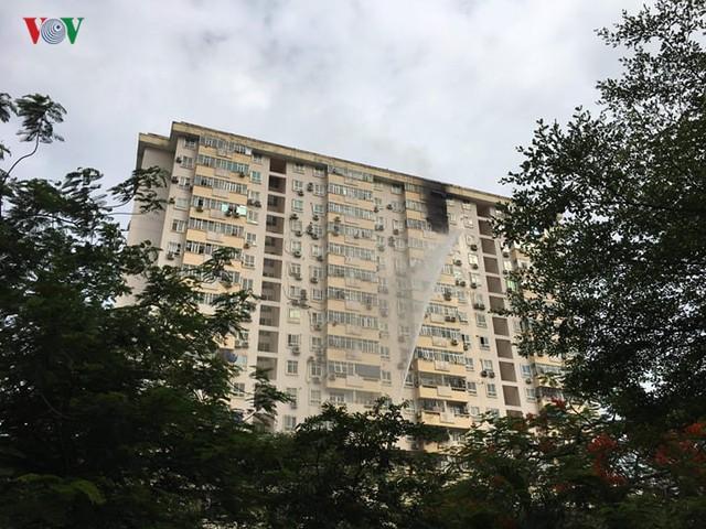 Cháy lớn tại tòa nhà ở Nam Trung Yên, Hà Nội - Ảnh 1.
