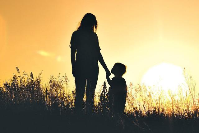 Cụ bà qua đời bên mâm cơm đợi con trai nhân Ngày của mẹ và câu chuyện về sự vô tâm chạm tới trái tim tất cả mọi người - Ảnh 2.