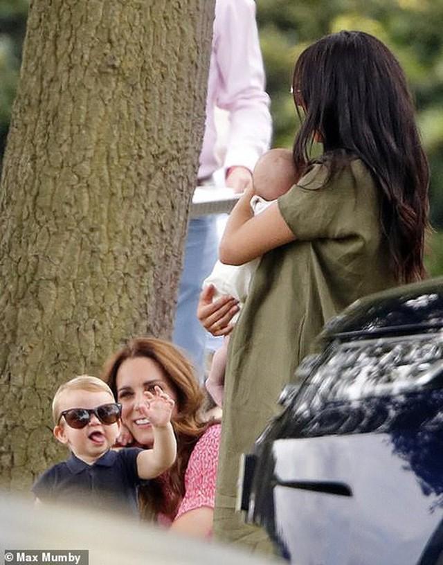 Hoàng tử Louis trở thành nhân vật HOT nhất sự kiện thể thao với loạt biểu cảm khiến người hâm mộ phát cuồng - Ảnh 5.