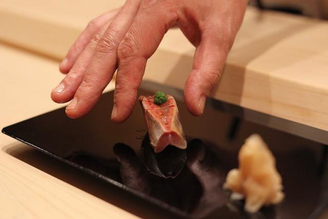 Ăn sushi kiểu omakase tại nhà hàng 3 sao Michelin mà quên những nguyên tắc này, coi như ném 450 USD đi: Đã đến, xin hãy đặt trọn niềm tin nơi đầu bếp! - Ảnh 4.