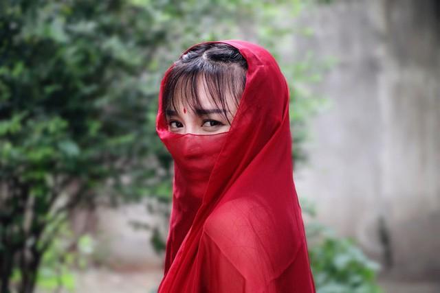 Lý Tử Thất trả lời độc quyền báo Việt Nam, hé lộ cuộc sống thực sau những hình đẹp như tiên cảnh - Ảnh 1.