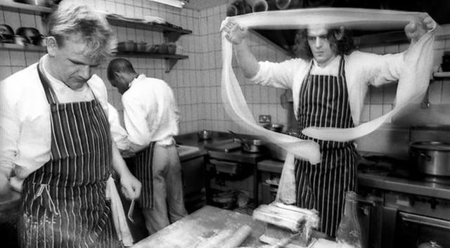 Ngày xưa mong chẳng kịp, giờ thì hàng loạt bếp trưởng đòi trả lại sao Michelin và còn trốn như tránh tà - Ảnh 6.