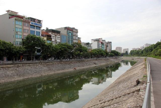 Cận cảnh nước sông Tô Lịch sau 2 ngày hồ Tây mở cửa xả nước - Ảnh 9.