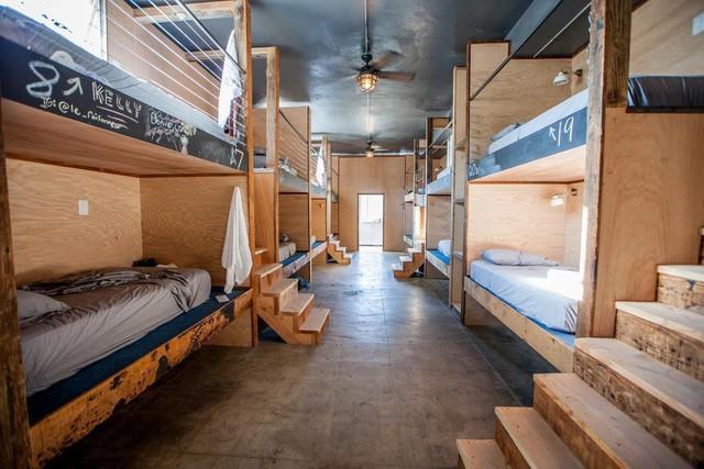 30 triệu/tháng chỉ thuê được gác giường tạm bợ, không chút riêng tư: Thực tế phũ phàng không tưởng tại Silicon Valley trù phú - Ảnh 1.