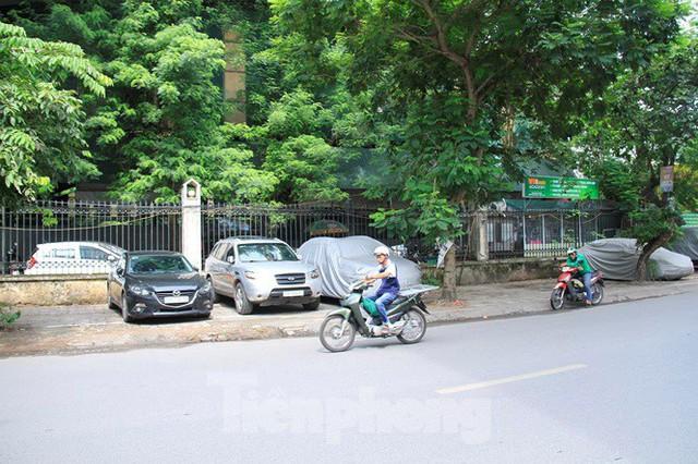 Hà Nội: Xuất hiện tuyến phố chỉ lát một bên ... vỉa hè - Ảnh 8.