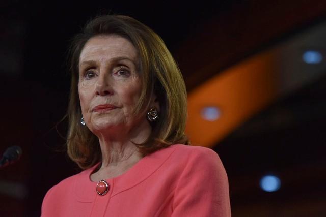 Đảng Dân chủ đang mải chiến đấu với nhau thay vì đối đầu với ông Trump - Ảnh 1.