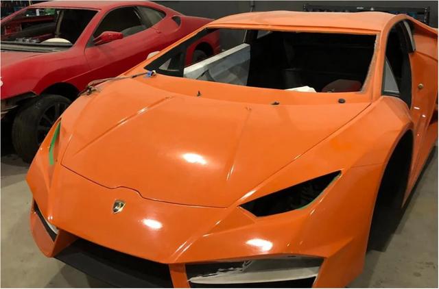 [Ảnh] Bên trong nhà máy sản xuất siêu xe Ferrari, Lamborghini nhái - Ảnh 1.