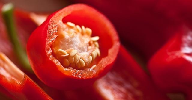 Nếu bạn thuộc một trong những trường hợp sau, tuyệt đối đừng ăn ớt kẻo gây hại sức khỏe - Ảnh 1.