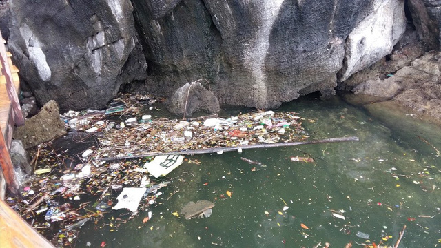 Vịnh Hạ Long: Mỗi ngày vớt 6-7 tấn rác, vớt xong rác lại đầy - Ảnh 9.