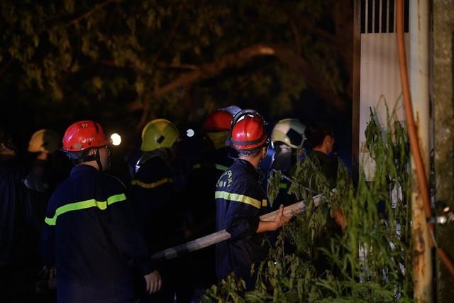 Cháy lớn thiêu rụi xưởng nhựa ở Hà Nội, 2 người may mắn thoát nạn - Ảnh 4.