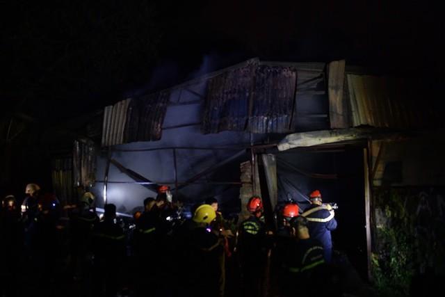 Cháy lớn thiêu rụi xưởng nhựa ở Hà Nội, 2 người may mắn thoát nạn - Ảnh 5.