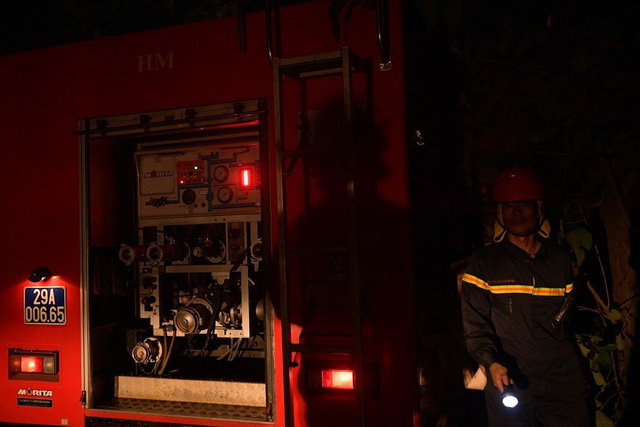 Cháy lớn thiêu rụi xưởng nhựa ở Hà Nội, 2 người may mắn thoát nạn - Ảnh 7.