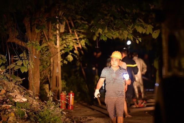 Cháy lớn thiêu rụi xưởng nhựa ở Hà Nội, 2 người may mắn thoát nạn - Ảnh 8.