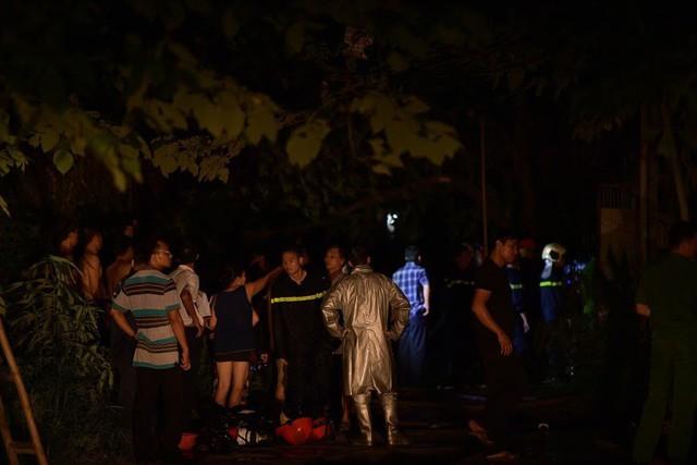 Cháy lớn thiêu rụi xưởng nhựa ở Hà Nội, 2 người may mắn thoát nạn - Ảnh 9.