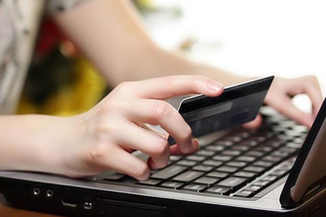 Một số ngân hàng tăng lãi suất thẻ tín dụng - Ảnh 1.