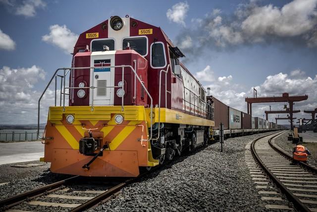 Thảm cảnh một số con phố sắt Trung Quốc xây ở Kenya: Lơ lửng giữa hư vô - Ảnh 2.