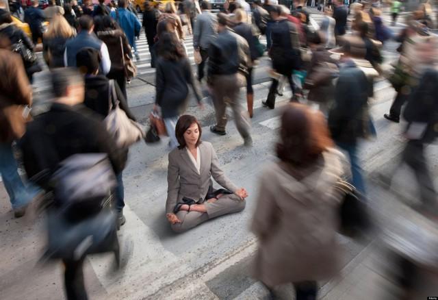 6 kỹ thuật độc đáo giúp bạn hành thiền mà không cần ngồi yên một chỗ: Điều số 2 được thiền sư Thích Nhất Hạnh khuyến khích  - Ảnh 1.