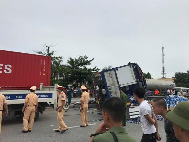 Ba vụ tai nạn trong 1 giờ đồng hồ khiến 7 người tử vong trên Quốc lộ 5 - Ảnh 1.
