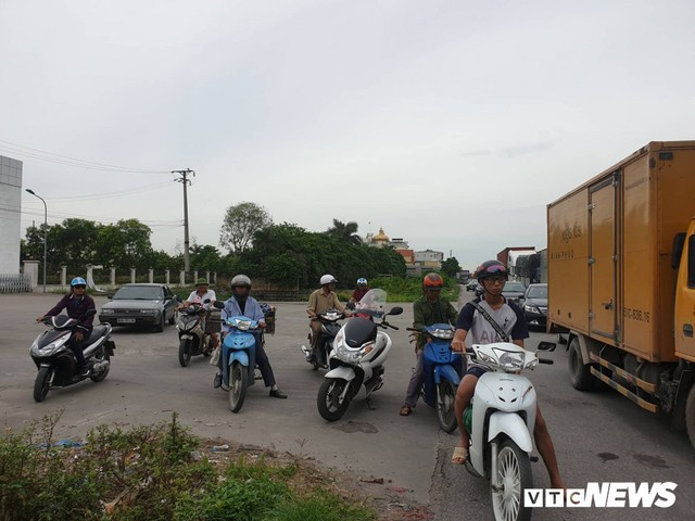 Ảnh: Giao thông Quốc lộ 5 tê liệt hàng chục km sau 3 vụ tai nạn liên tiếp làm 7 người chết - Ảnh 5.