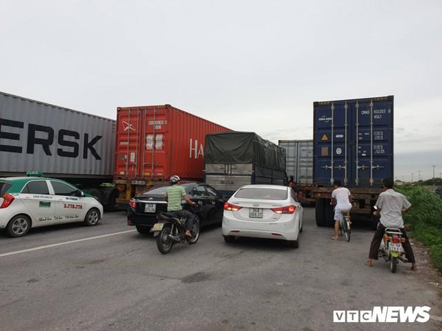 Ảnh: Giao thông Quốc lộ 5 tê liệt hàng chục km sau 3 vụ tai nạn liên tiếp làm 7 người chết - Ảnh 7.