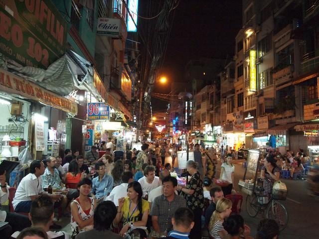 Kinh tế đêm Sài Gòn trong mắt du khách quốc tế - Ảnh 1.