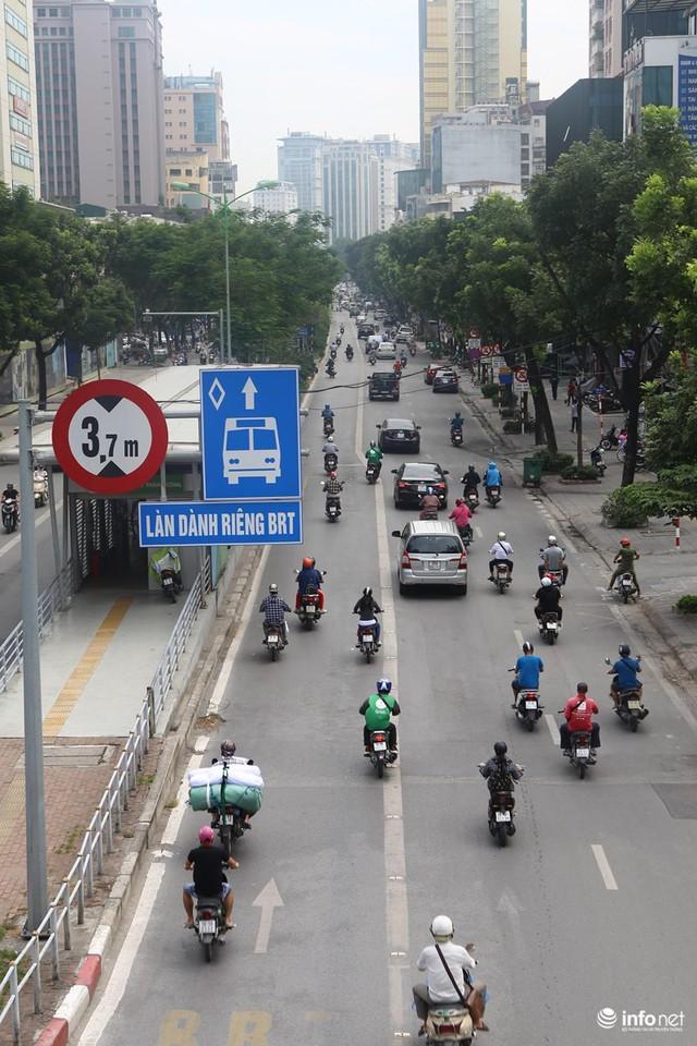 Những hình ảnh xấu xí của người dân vi phạm giao thông ở Hà Nội - Ảnh 1.