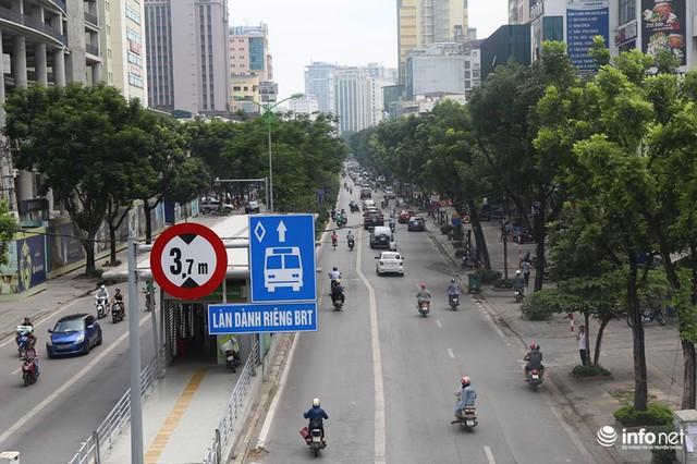 Những hình ảnh xấu xí của người dân vi phạm giao thông ở Hà Nội - Ảnh 2.