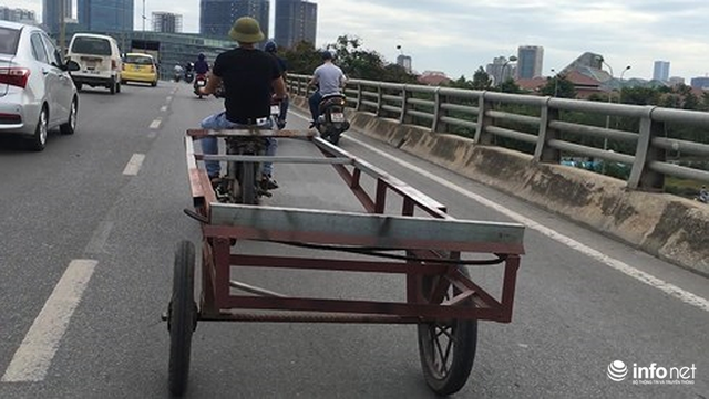 Những hình ảnh xấu xí của người dân vi phạm giao thông ở Hà Nội - Ảnh 11.