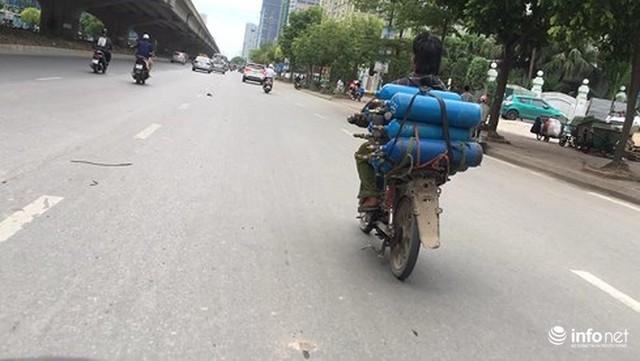 Những hình ảnh xấu xí của người dân vi phạm giao thông ở Hà Nội - Ảnh 12.