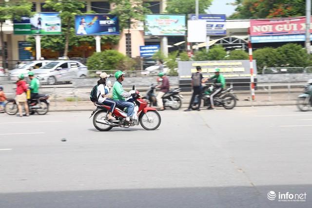 Những hình ảnh xấu xí của người dân vi phạm giao thông ở Hà Nội - Ảnh 4.