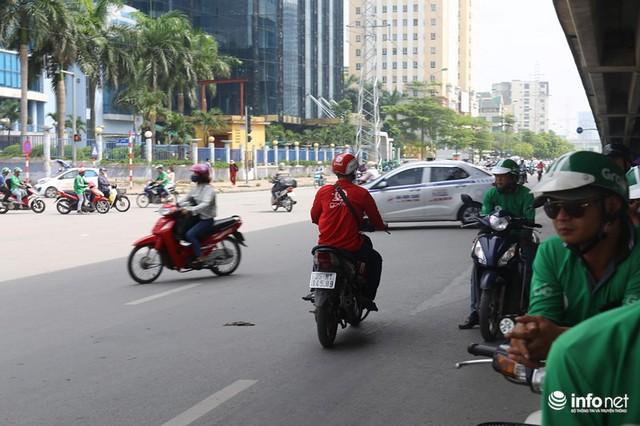 Những hình ảnh xấu xí của người dân vi phạm giao thông ở Hà Nội - Ảnh 5.