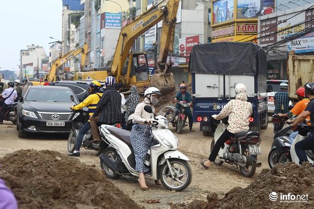 Những hình ảnh xấu xí của người dân vi phạm giao thông ở Hà Nội - Ảnh 8.