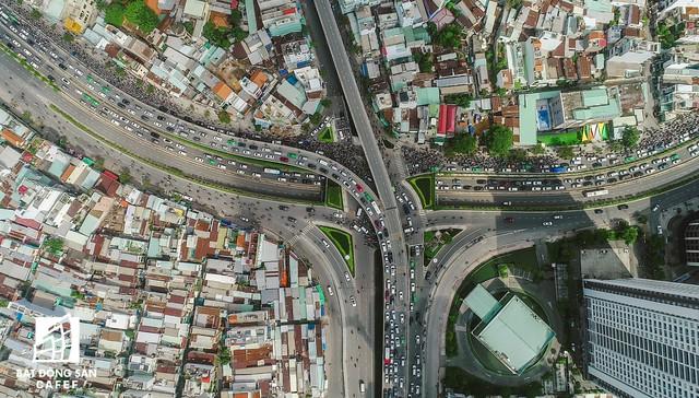 Cận cảnh tiến độ dự án cầu Thủ Thiêm 2 vẫn đang ì ạch về đích, kẹt xe nghiêm trọng bắt đầu gia tăng - Ảnh 14.