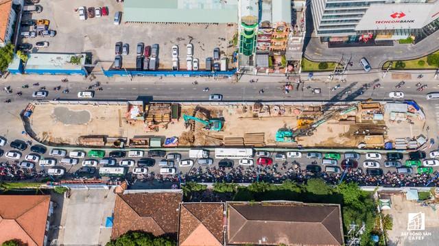 Cận cảnh tiến độ dự án cầu Thủ Thiêm 2 vẫn đang ì ạch về đích, kẹt xe nghiêm trọng bắt đầu gia tăng - Ảnh 9.