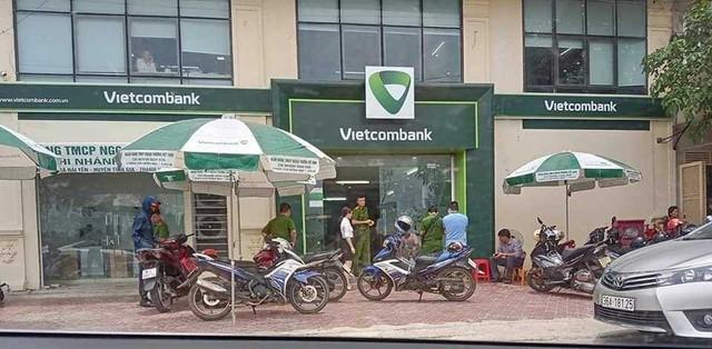 Nóng: Truy bắt kẻ bịt mặt, nổ súng cướp ngân hàng ở Thanh Hóa - Ảnh 1.