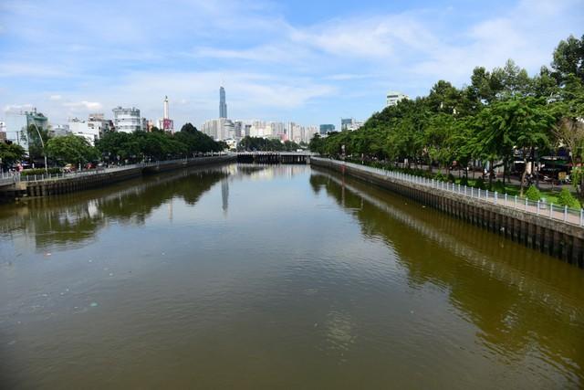 Từng đen thối như sông Tô Lịch, kênh Nhiêu Lộc khét tiếng giờ ra sao? - Ảnh 2.
