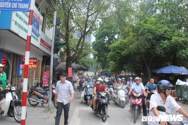 Ảnh: Con đường quan trọng trung tâm Thủ đô rục rịch thi công sau 15 năm đắp chiếu - Ảnh 2.