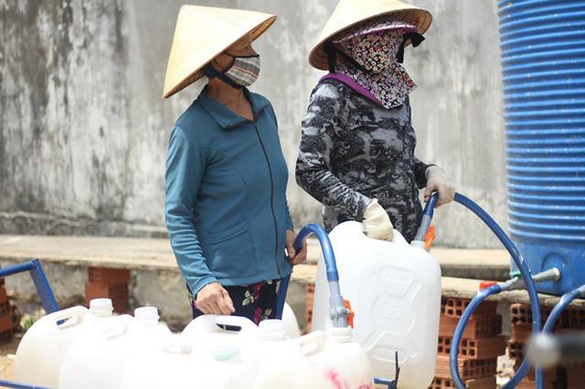Bình Định đưa xe chữa cháy tiếp nước sinh hoạt cho người dân - Ảnh 3.