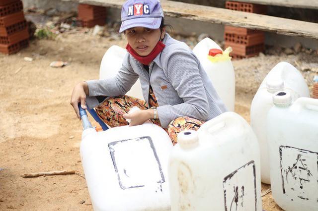 Bình Định đưa xe chữa cháy tiếp nước sinh hoạt cho người dân - Ảnh 4.