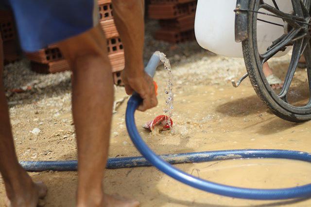 Bình Định đưa xe chữa cháy tiếp nước sinh hoạt cho người dân - Ảnh 5.