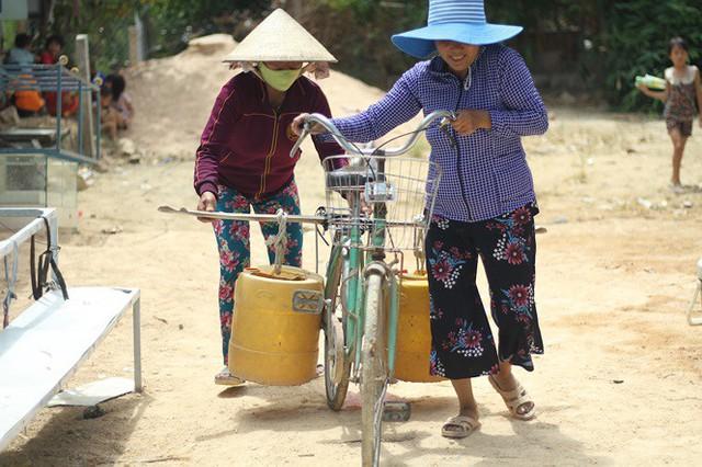 Bình Định đưa xe chữa cháy tiếp nước sinh hoạt cho người dân - Ảnh 7.