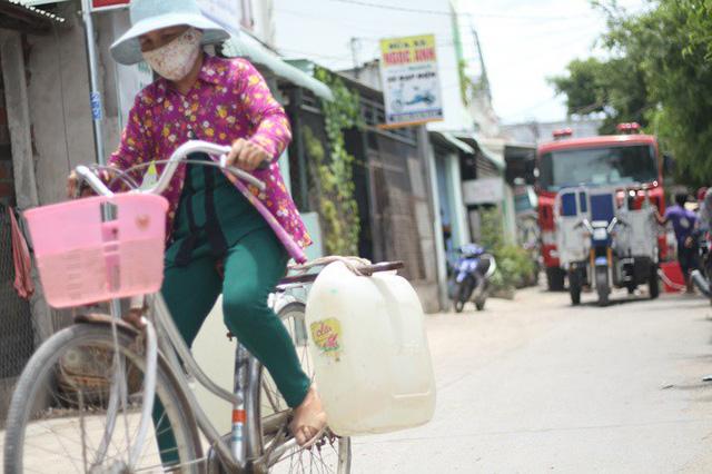 Bình Định đưa xe chữa cháy tiếp nước sinh hoạt cho người dân - Ảnh 9.