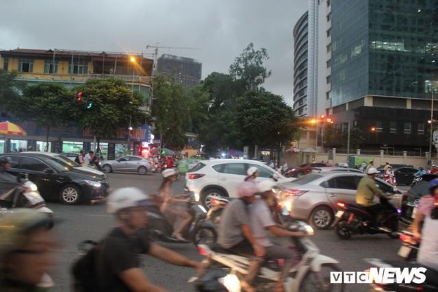 Ảnh: Con đường quan trọng trung tâm Thủ đô rục rịch thi công sau 15 năm đắp chiếu - Ảnh 9.