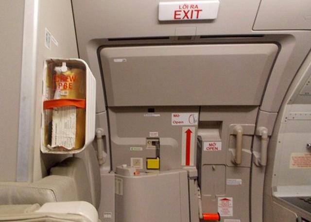 Hành khách mở cửa thoát hiểm ngay trước khi máy bay cất cánh từ Nha Trang đi Hà Nội - Ảnh 2.