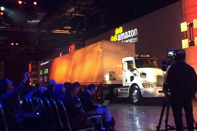 Bạn có biết ông vua đám mây Amazon lại nhận chuyển dữ liệu bằng... xe tải? - Ảnh 1.