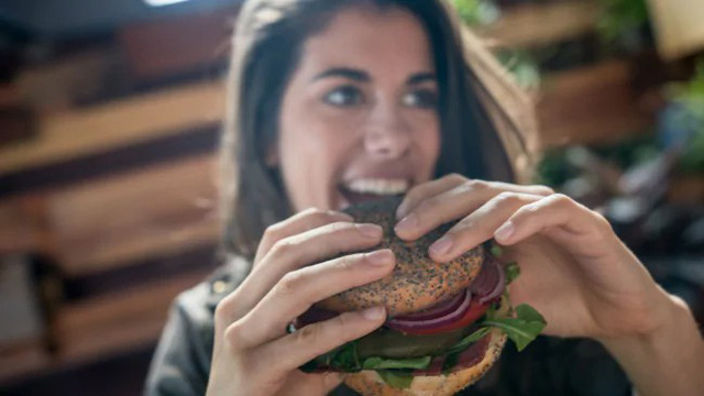 Người ăn thịt hay ăn chay sống lâu hơn và tranh luận của các nhà khoa học - Ảnh 2.