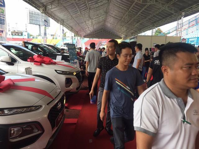 Tấp nập tham quan chợ ôtô lớn nhất miền Nam - Ảnh 3.