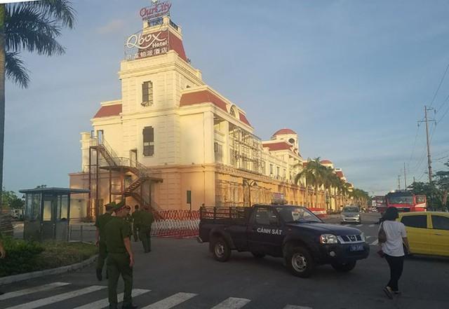 Ảnh: Cảnh sát phong tỏa nghiêm ngặt đại bản doanh đánh bạc công nghệ cao của người Trung Quốc tại Hải Phòng - Ảnh 3.